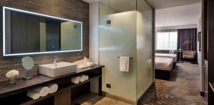 twin-bathroom-2